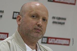 Турчинов скаржиться на фальсифікаціі після закриття дільниць