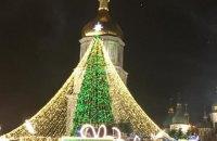 В Киеве зажгли огни на главной елке, загорелась гирлянда (обновлено)