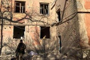 Трое военных получили ранения в Луганской области в среду