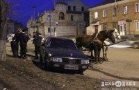 У Хмельницькій області чоловік викрав візок з кіньми і врізався в припарковану машину