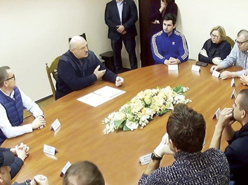 На встрече с Лукашенко присутствовали Виктор и Эдуард Бабарико, член Координационного совета Лилия Власова, бизнесмен Юрий Воскресенский, политтехнолог Виталий Шкляров