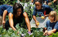 Обама прислала жене Януковича огурцы и морковь