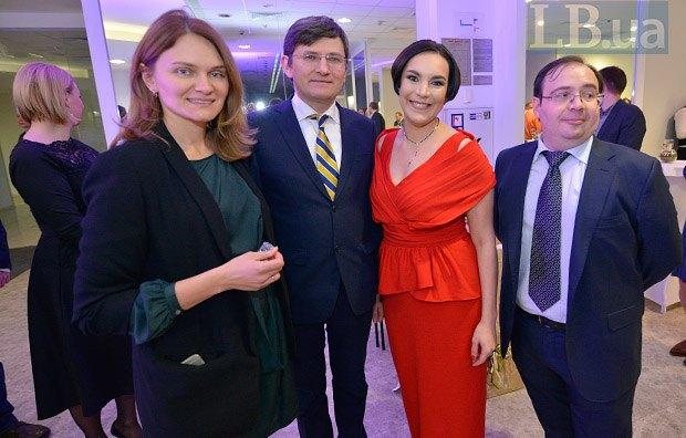 Андрей Магера с супругой Татьяной, Соня Кошкина и Олег Базар