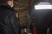 На Львівщині 36-річна жінка застрелила двох доньок і вчинила самогубство, - поліція