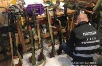 У Чернігові поліцейські виявили арсенал зброї, серед знахідок – ручні гранати і станкові кулемети