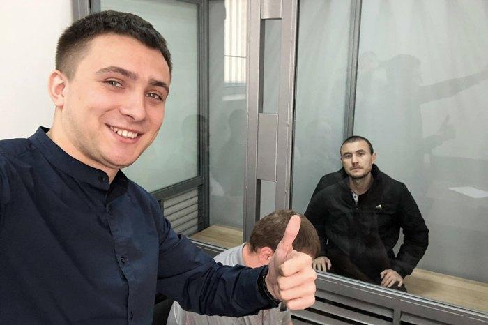 Сергій Стерненко (зліва) разом з підозрюваним у другому панаді на нього