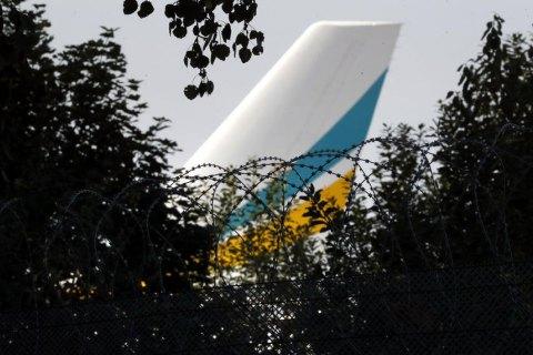 Самолеты с пленными украинцами и россиянами синхронно вылетели