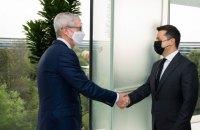 """""""Зацікавлені у реалізації амбітних проєктів"""": Зеленський зустрівся з керівником Apple"""