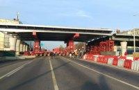 Над проспектом Перемоги в Києві встановили проліт нового Шулявського мосту