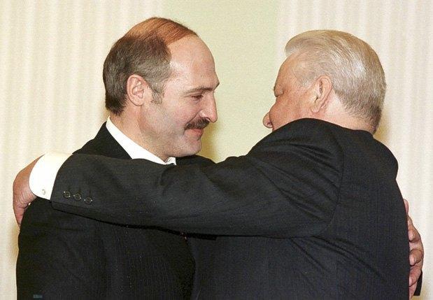 Лукашенко и Ельцин во время встречи в Кремле, 28 апреля 1999.
