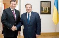 Коморовский поговорит с Януковичем об аресте Тимошенко