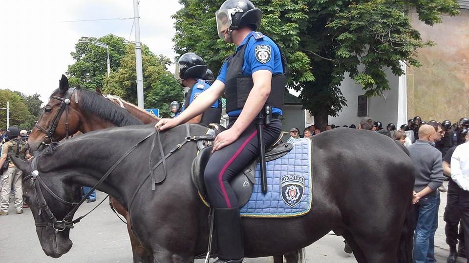 Милиция возле Лавры