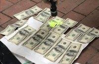 Патрульный полицейский во Львове попался на взятке в 1200 долларов