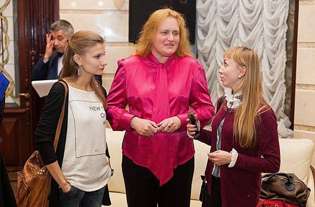 Оксана Потимко зі своїми помічницями