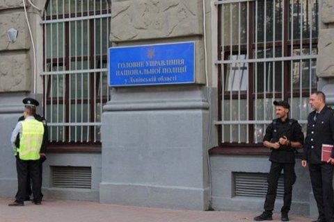 Житель Львова, задержанный за кражу, сбежал из отделения с оружием полицейского