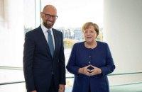 Яценюк обсудил с Меркель вопрос сотрудничества с МВФ