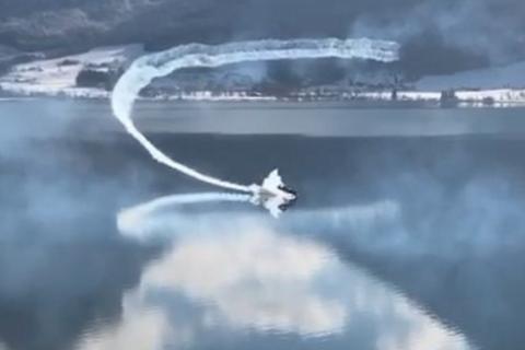 В Австрії під час авіашоу літак впав в озеро
