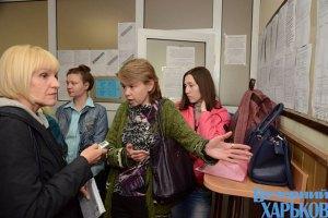 У Києві до держреєстраторів все ще шикуються черги