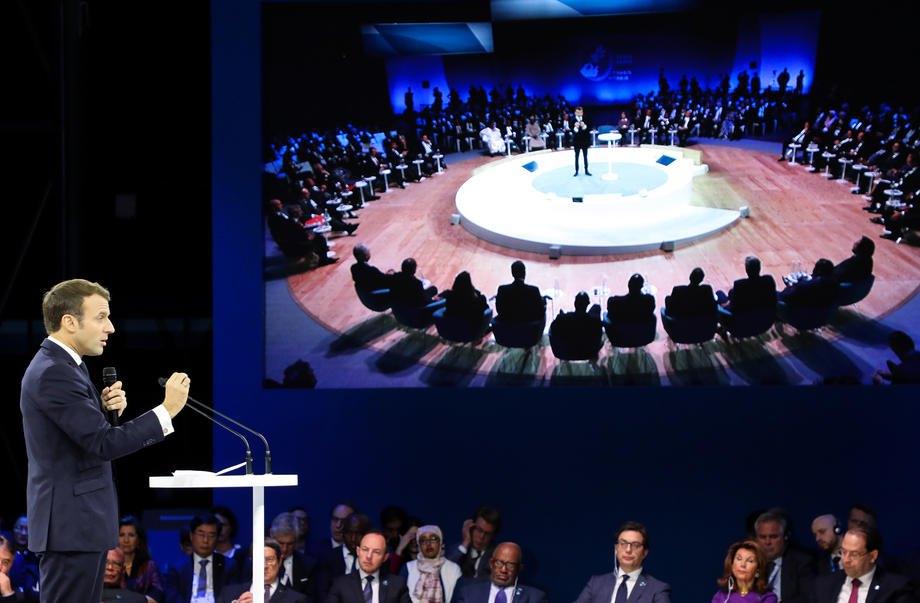 Президент Франции Эммануэль Макрон выступает с речью на Парижском Форуме Мира, 12 ноября 2019 .