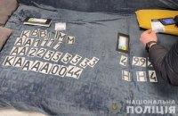Поліція викрила шахрая, який продавав наноплівки на номери авто для обману камер спостереження