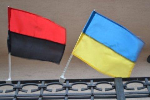 Мерія Львова затвердила порядок використання червоно-чорного прапора ОУН