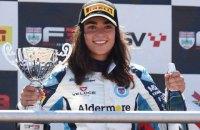 Гонку британской Формулы-3 впервые выиграла девушка