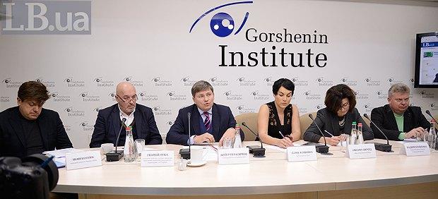 Зліва-направо: Іван Вінник, Георгій Тука, Артур Герасимов, Соня Кошкіна, Оксана Сироїд та Вадим Кривенко