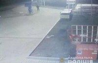 На Полтавщине полиция ищет вооруженного мужчину, который ограбил магазин автозаправки