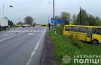 На Волыни грузовик врезался в школьный автобус, водитель погиб