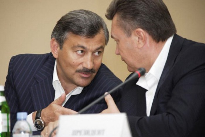 Председатель Совета министров Крыма Василий Джарты и президент Виктор Янукович