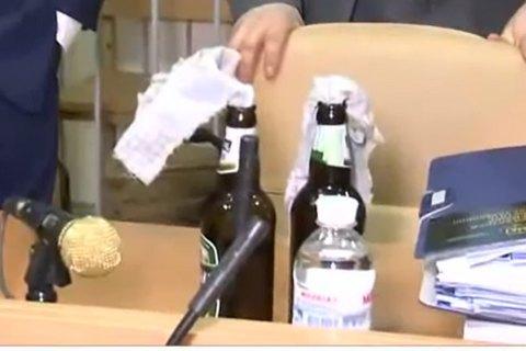 Юрист Януковича принес всуд «коктейли Молотова»