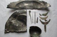 Українські дипломати не допустили продажу в інтернеті римського срібла, яке знайшли в Тернопільській області