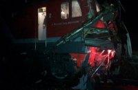 В России поезд протаранил застрявший на переезде автобус, 19 погибших (Обновлено)
