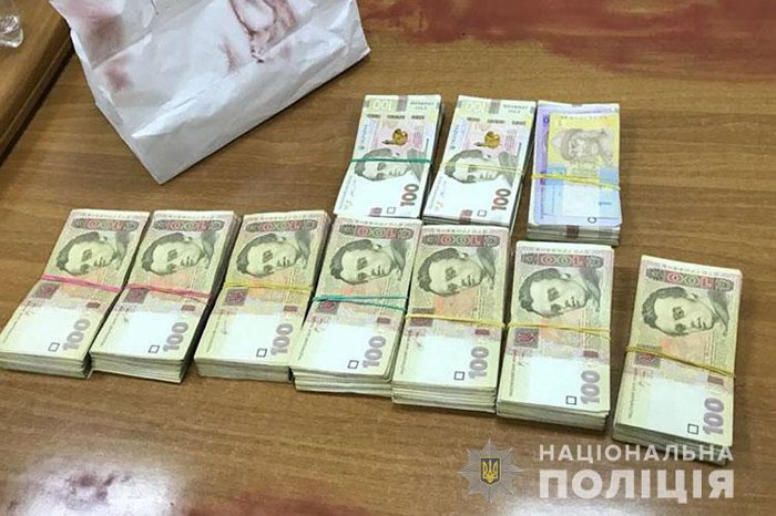 Двоих служащих аэропорта Борисполь задержали при получении взятки в141 тысячу грн