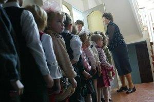 Азаров пообещал до 2014 года обеспечить украинцев детскими садиками