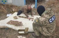 СБУ виявила поблизу лінії розмежування схрон з протитанковими мінами та вибухівкою
