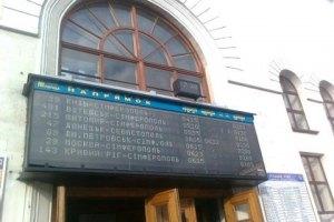 Кілька потягів застрягли дорогою до Криму
