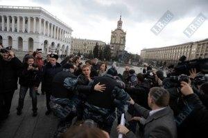 Милиция не пускает защитников украинского языка к Раде