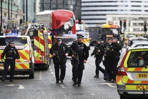 В Англії машина в'їхала в ринок, є постраждалі