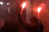 В сети появилось видео ночного нападения на посольство РФ в Киеве