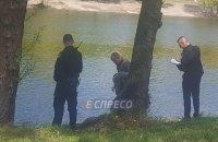 В Киеве студенты-рыбаки выловили из Русановского канала тело мужчины