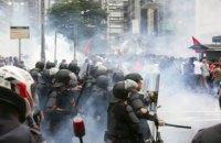 В Бразилии полиция применила слезоточивый газ против недовольных ростом цен