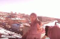 У Сумах поліцейські врятували чоловіка, який збирався стрибнути з дев'ятиповерхівки