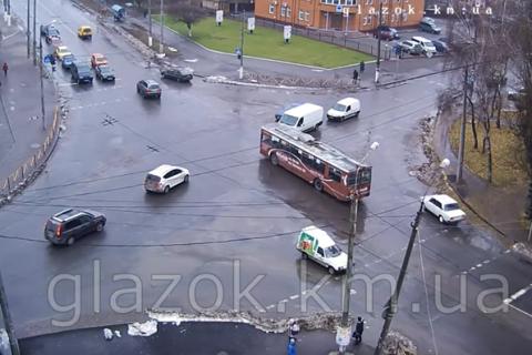 Водій тролейбуса в Хмельницькому проїхав по ділянці без тролейбусної лінії