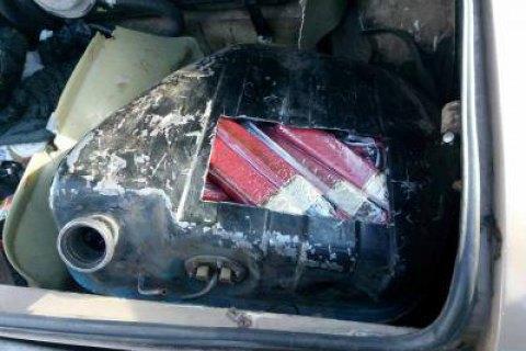 Українець намагався провезти в Донецьк понад 200 кг ковбаси в бензобаку