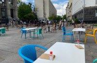 Рестораторы провели на Банковой акцию с ланчем и кальяном для президента