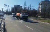 КГГА показала, как в Киеве моют дороги и мосты