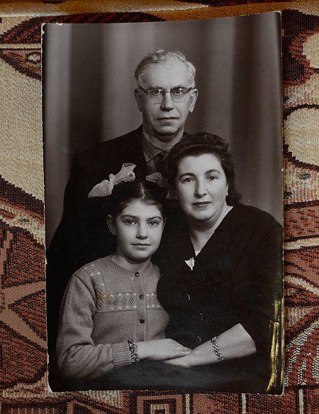 Дина с родителями