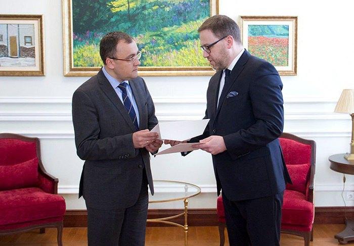 Замглавы МИД Василий Боднарь принял копии верительных грамот от нового посла Польши Бартоша Цихоцкого.