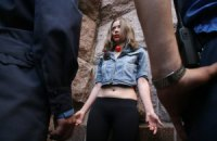 Девушкам из FEMEN дали по 5 суток за то, что мешали Попову